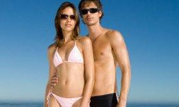 couple-plage-maillot-bikini