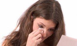 femme-pleure-lisant-lettre