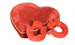 BDSM-coeur-rouge-menottes