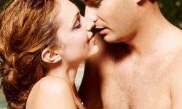 couple-baiser-piscine