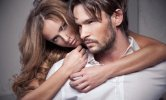 couple-embrassade-homme-barbe